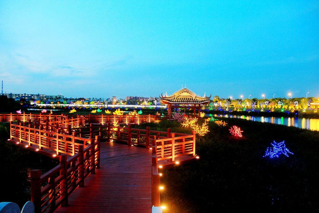 """东莞麻涌华阳湖""""花海夜游""""夜景观照明落地实景"""
