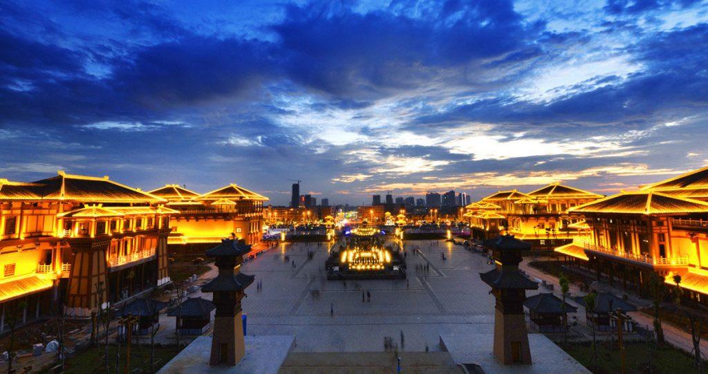 湖北省襄阳市枣阳市汉城影视基地夜景观落地实景